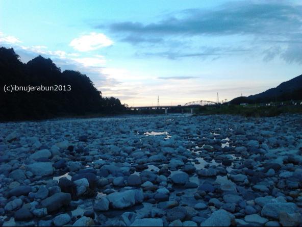 Menikmati berbuka puasa di pinggir sungai Tedori, Tsurugi.