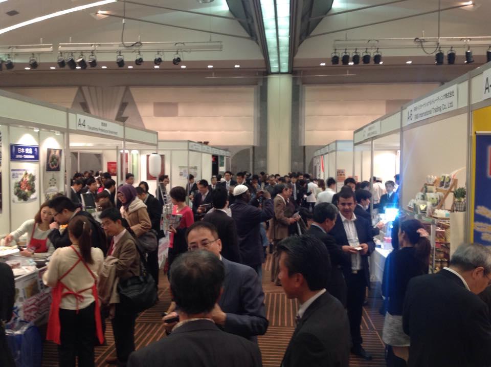 1.Suasana Pameran Halal Japan Expo 2014, diikuti 55 stan dari 8 negara.